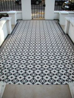 What an entrance! Majestic, eye-catching and truly beautiful https://originalfeatures.co.uk/tileshop/olde-english-tiles/tiledesigns/monteith70.html