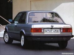 E30 BMW 320i in Polaris Silver.   I had a 1986 325e in the same color with over 500,000 km and sold for $ 8,000.00 but should have kept it.