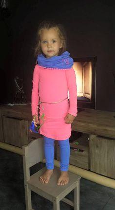Mayra ia bijna 1.5 jaar op deze foto  en is 1.03 lang ze een setje aan van Quapi in maat 104. Quapi staat ook bekend om de goede pasvorm en dat zie je hier ook weer  het jurkje heeft Catinka kost € 39,95 en de legging is Cootje Cobalt € 19,95verkrijgbaar vanaf maat 92 t.m. 164 bij www.vip-kidz.com #quapi #kinderkleding #vipkidz #onlineshoppen    Verkrijgbaar maat 92 t.m. 164 Zoekfunctie Catinka   Cootje  en de sjaal is Coline