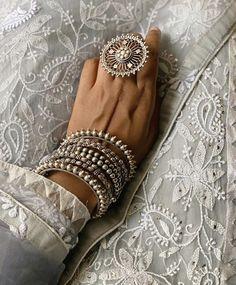 Indian Jewelry Earrings, Fancy Jewellery, Silver Jewellery Indian, Jewelry Design Earrings, Stylish Jewelry, Cute Jewelry, Fashion Jewelry, Jewelery, Bridal Bangles