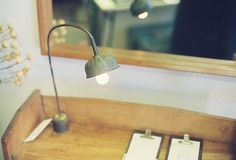 cafe - japan 原木。燈。細節。