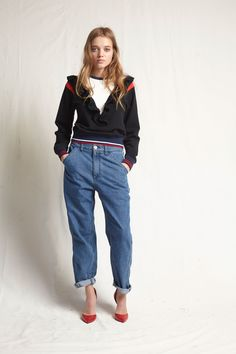Warm Resort 2018 Fashion Show Collection: See the complete Warm Resort 2018 collection. Look 17 Skater Jeans, Fashion 2018, Fashion Week, Kids Fashion, Boyfriend Jeans, Mom Jeans, Cuffed Jeans, Couture Usa, Winter Typ