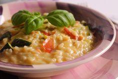 Il risotto con zucchine, speck e gorgonzola dolce è un primo piatto molto cremoso, perfetto per la domenica in famiglia o per situazioni particolari. Ecco la ricetta