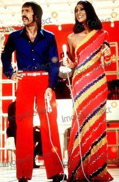 Sonny and Cher Bono 70s Inspired Fashion, 70s Fashion, Vintage Fashion, Hippie Fashion, Cher Costume Halloween, 50s Costume, Halloween 2019, Halloween Ideas, Costume Ideas