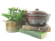❣§ Vintage crock, vintage bowl with lid, bean pot ,serving bowl, stonewar... Just for you http://etsy.me/2pIah8M
