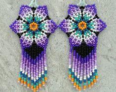 Artículos similares a Pendientes flor de Huichol mexicana azul verde morado en Etsy