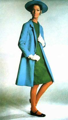 Simone d'Aillencourt in Pierre Balmain, NRC Couture (Dutch) March 1967 Pierre Balmain, Swinging London, Twist And Shout, French Fashion Designers, Fashion Brands, Fashion Models, Fashion Colours, Dream Dress, Dressmaking