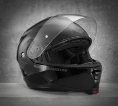 Engineered with essential comfort-focused qualities. Like better venting to keep it cool inside. And a washable liner that wicks moisture and battles bacteria. | Harley-Davidson Capstone SunShield Modular Helmet