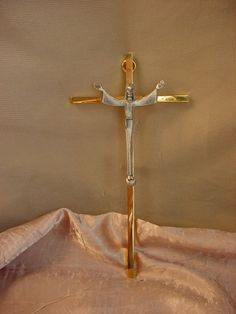 Vtg Brass Metal Crucifix Cross w Modern Christ Figure 7 inch Catholic Wall Decor