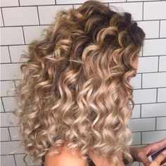 If you are searching for latest styles of curly hairstyles then must see here and use to wear this awesome dark brown long curls with golden tones. This is one of the bold curly hair looks for you to try nowadays. Brown Curls, Brown Curly Hair, Blonde Curly Hair, Colored Curly Hair, Blonde Curls, Brown Hair Shades, Light Brown Hair, Dark Brown, Blonde Streaks