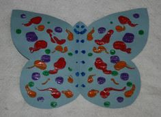 butterfly mirrored image craft... fold in half (have kiddos paint only one half) and then when they are done painting open it up fold the unpainted 1/2 onto the painted 1/2 push together and open up to dry...