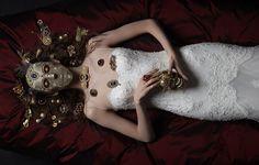 Sposa White   FOTOGRAFA | LUCIA GIACANI  FASHIO EDITOR | CRISTINA CANOVI  MAKE-UP | SILVIA DELL'ORTO  MODEL | A.RUDAKODA@MONSTER & KATYA RECHKINA@URBAN  HAIR | VALERIO SESTITO  LOCATION | G2STUDIO MASK | THE MAKERIE