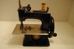 Singer Vintage Miniature Sewing Machine by EagleFindings on Etsy, $99.00