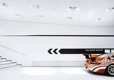 Gallery of Porsche Museum / Delugan Meissl, photos by Michael Schnell - 17 Porsche Logo, Porsche 911, Stuttgart Porsche, Porsche Sportwagen, Stuttgart Germany, Modern Garage, Design Fails, Showroom Design, Museum