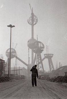 Atomium construction.. Expo 58, Brussel, België (1957)