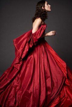 Zac Posen Resort 2017 Fashion Show red dress