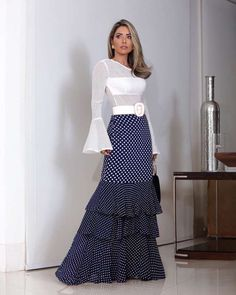 There are a selection of how to put on women's casual mini skirt. Long Skirt Outfits, Dress Outfits, Fashion Dresses, Modern Outfits, Girly Outfits, Brown Evening Dresses, Ladies Dress Design, Couture Fashion, Dress Skirt