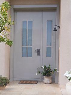 דלת כניסה מעוצבת מדגם הבית - שייכת לקטגורית דלתות כניסה בעצוב אלגנטי. דלתות כפר חוגלה - דלתות כניסה איכותיות בעיצוב אישי ומותאם לרצונכם