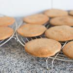 Het is koekjesdag vandaag! Ik heb súperlekkere koekjes staan bakken voor het #guiltypleasureskookboek vandaag, maar ook op OMF staan er koekjes online vandaag! Surf naar OMF om het (video)recept voor Jodenkoeken te zien. #foodie #food #foodpic #ohmyfoodness #foodofinstagram #nevernoteating #sogood #nomnom #foodporn #cookie #recipe #jodenkoeken #video