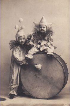 Little boys in pierrot costume Vintage Ephemera, Vintage Ads, Vintage Images, Vintage Posters, Funny Vintage Photos, Vintage Children Photos, Pierrot Costume, Pierrot Clown, Circus Art