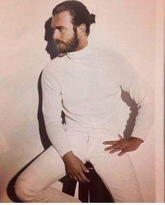 Kıvanç Tatlıtuğ (@tatlitug) • Fotos y vídeos de Instagram Sexy Men, Gentleman, Men Sweater, High Neck Dress, Turtle Neck, Instagram Posts, Sweaters, Mens Tops, Fictional Characters