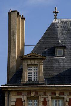 Paris, Place des Vosges, Schornstein und Mansarde (chimney and mansard)