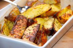 Kartoffelbåde med timian og groft salt kender du måske fra cafeerne, hvor er de populære. Sådan laver du kartoflerne selv. På de fleste cafeer i Danmark kan man nyde disse gode kartoffelbåde med ti…