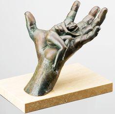 La obra del artista italiano Lorenzo Quinn está inspirada en clásicos de la escultura, como Miguel Ángel, Bernini y Rodin. ¿Qué te parece?   #Art #EdoMex #MoncayoEsmeralda #PhotoOfTheDay #PicOfTheDay #Escultura #Amazing #Perfección #Mano #Complejidad #Fuerza #ModernSculpture #ArtistaItaliano #LorenzoQuinn #Italia #Arte
