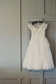 vintage lace wedding dress // photo by Joanna Brown
