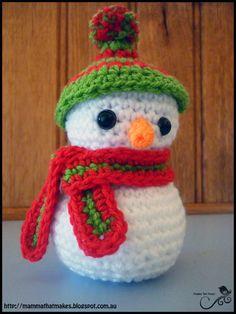 George the Snowman - Free Amigurumi Pattern here: http://mammathatmakes.blogspot.com.au/2014/11/george-snowman.html
