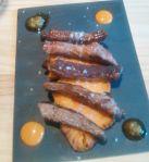 Tiras ibéricas sobre batata dulce. Tricota bar de tapas. Sevilla