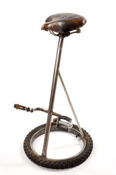 Idées déco : objets du quotidien recyclés en déco design. Pèces de vieux vélo recyclés en tabouret .