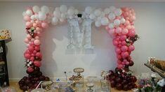 Styling weddings with balloon decor. Find out the most on trend inspirations for a classic, romantic, bold or rustic style wedding decorations