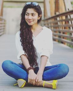 Sai Pallavi Senthamarai is an Indian film actress and dancer who appears in Telugu, Malayalam and Tamil films. She is a recipient of several awards including two Filmfare Awards for her performances in the films Premam and Fidaa. Indian Actress Photos, Indian Film Actress, South Indian Actress, Indian Actresses, South Indian Heroine, South Actress, Beautiful Girl In India, Most Beautiful Indian Actress, Beautiful Actresses