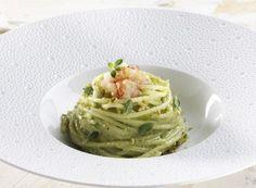 Spaghettone di Gragnano, pesto di pistacchi e  gambero rosso marinato al lime