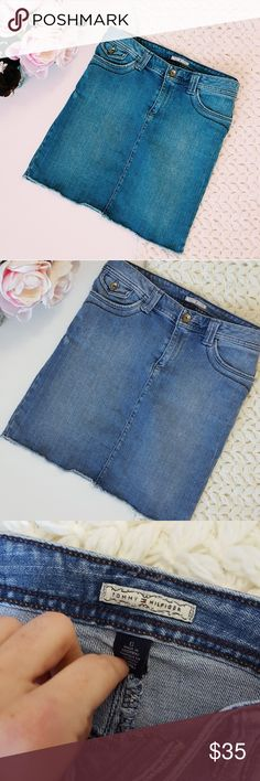 Tommy Hilfiger | denim / jean skirt | 6 In excellent condition! Tommy Hilfiger jean skirt, size 6. 17 inches long. Used item- inspected for quality. Any wear or use is shown in pictures. Bundle up! Offers always welcome:) Tommy Hilfiger Skirts