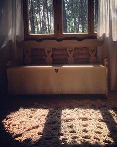 "Summerhouse bliss with ""Päike"" carpet by Merle Holm. Nordic Design, Scandinavian Design, Interior Decorating, Interior Design, Carpet Design, Cottage Style, Shag Rug, Bliss, Cabin"