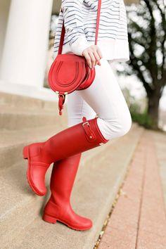Hunter Boots Fashion, Red Hunter Boots, Hunter Boots Outfit, Hunter Rain Boots, Red Boots, Timberland Fashion, Wellies Rain Boots, Cold Weather Fashion, Winter Fashion