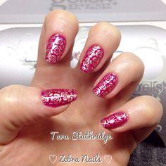 Gel polish with gold rose nail art