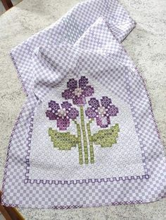 Chicken Scratch, Labor, Cross Stitch Flowers, Blackwork, Embroidery, Hand Embroidery Stitches, Embroidery Stitches, Cross Stitch Embroidery, Crochet Fish