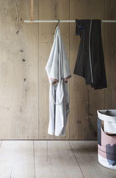 Clothes Rack apendiabiti grigio/grey https://www.aitonordic.it/collections/protti-per-cucina-e-per-tavolo/products/clothes-rack-grey-ferm-living
