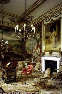 Blenheim Palace, painting of  Duke's American wife, Consuela Vanderbilt over fireplace