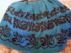 SORPRENDETE CON MIS LABORES: REFAJOS DE HUERTANA BORDADOS A MANO Regional, Costume, Traditional Outfits, Boho Shorts, Embroidery, Dresses, Murcia, Barcelona, Fashion