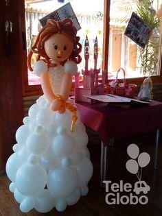 Muñeca de Primera Comunión en globos