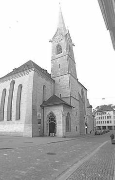 Das Kloster Fraumünster war ein Benediktinerinnen-Stift in Zürich. Die ehemalige Klosterkirche ist eines der Wahrzeichen Zürichs. ach der überlieferten Gründungslegende seien die zwei Töchter des ostfränkischen Königs Ludwig des Deutschen, Hildegard und Bertha, auf die Burg Baldern auf dem Albis gezogen, um in der Abgeschiedenheit ihr Leben Gott zu widmen. Oft seien sie ins nahe Zürich gewandert, um dort in der Kapelle der Heiligen Felix und Regula zu beten. Foto von Ralf R.