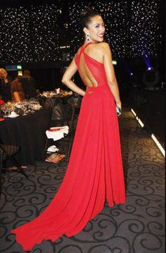 Cor de esmalte para vestido vermelho: ideal para arrasar nas