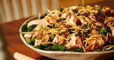 Le Cuisiner Rebelle, alias Antoine Sicotte, vous propose cette appétissante et nourrissante salade-repas au saumon, recette tirée de l'émission Chef de Tribu. Préparez-la avec les restants de la veille pour un parfait souper de semaine! Japchae, Chicken Recipes, Fish, Ethnic Recipes, Food La, Fruit, Board, Blog, Best Salmon Recipe