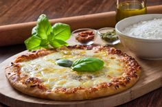 Prueba esta deliciosa pizza hecha en casa, y aprovecha para reunir a tu amigos para hacerla juntos!