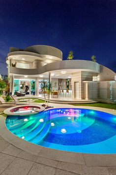 Everyone loves luxury swimming pool designs, aren't they? We love to watch luxurious swimming pool pictures because they are very pleasing to our eyes. Now, check out these luxury swimming pool designs. Luxury Swimming Pools, Luxury Pools, Swimming Pool Designs, Dream Home Design, Modern House Design, Contemporary Design, Villa Design, Beautiful Home Designs, Luxury Homes Dream Houses