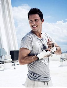 Well hello Jeffrey Donovan. Oh just look at that smile... <3 <3 <3 <3